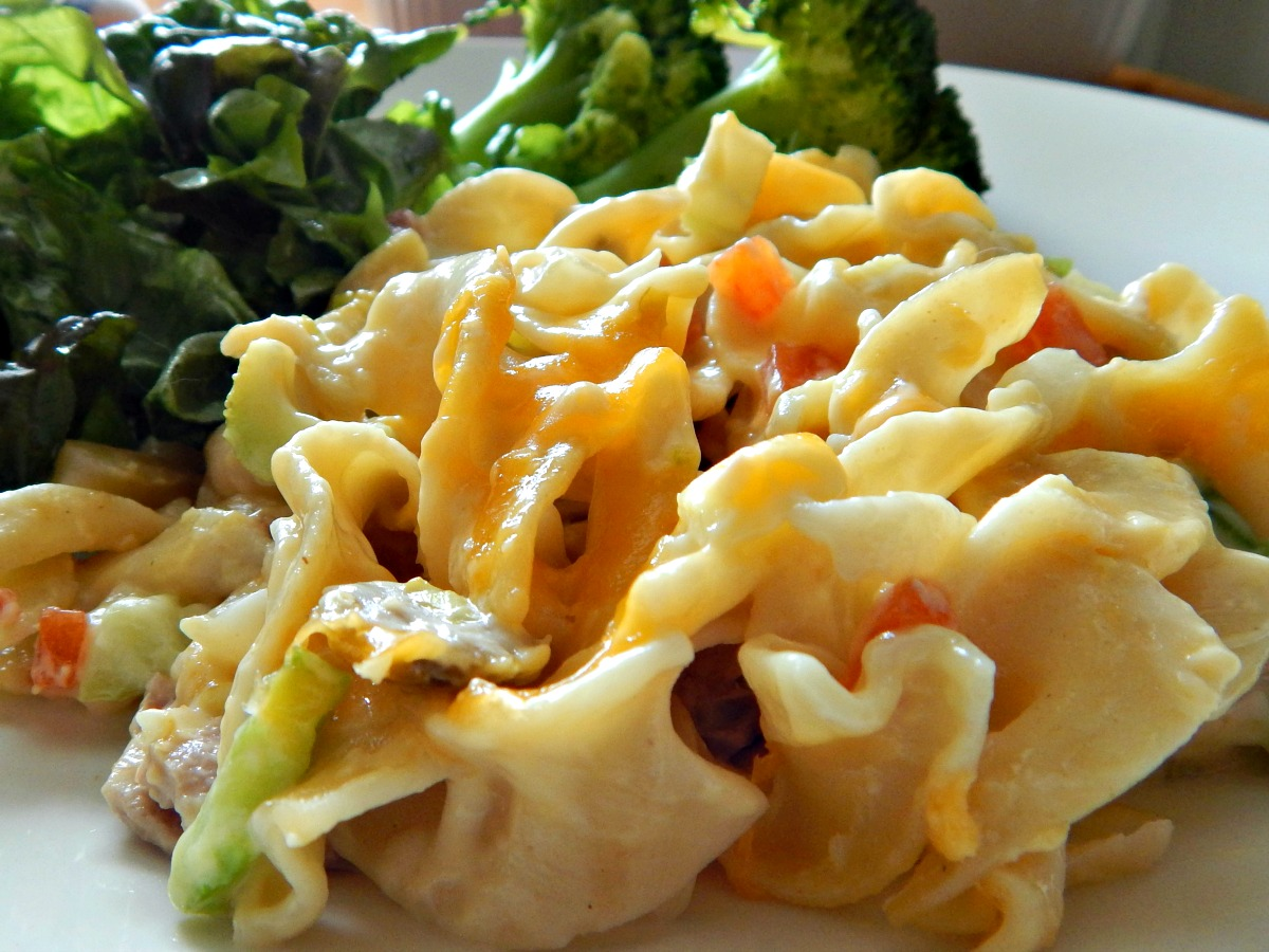 Easy Cheesy Tuna Noodle Casserole
