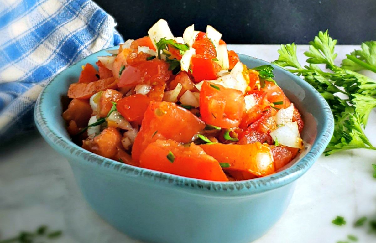 African Tomato & Onion Salad