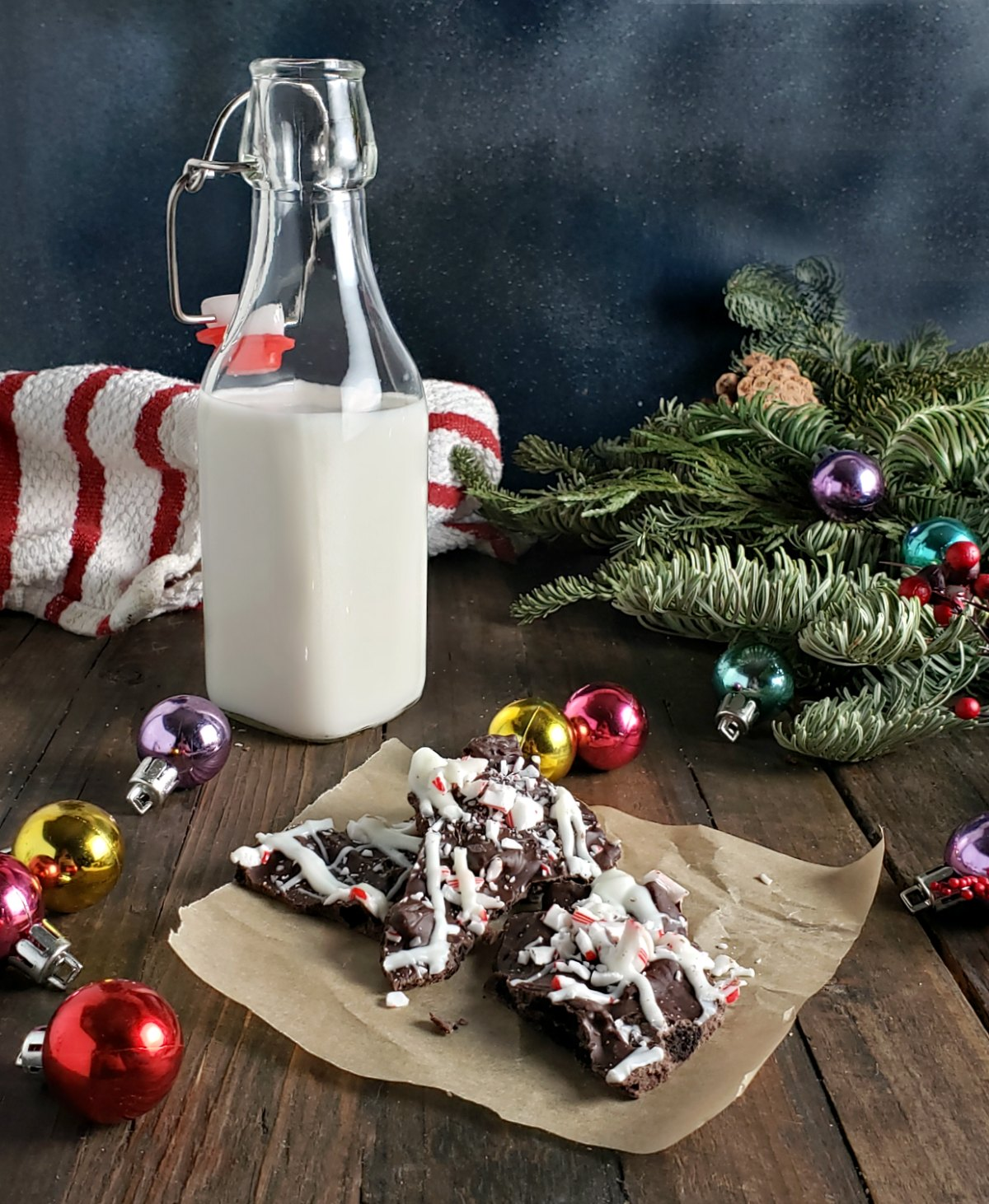 Easy Peppermint Oreo Bark