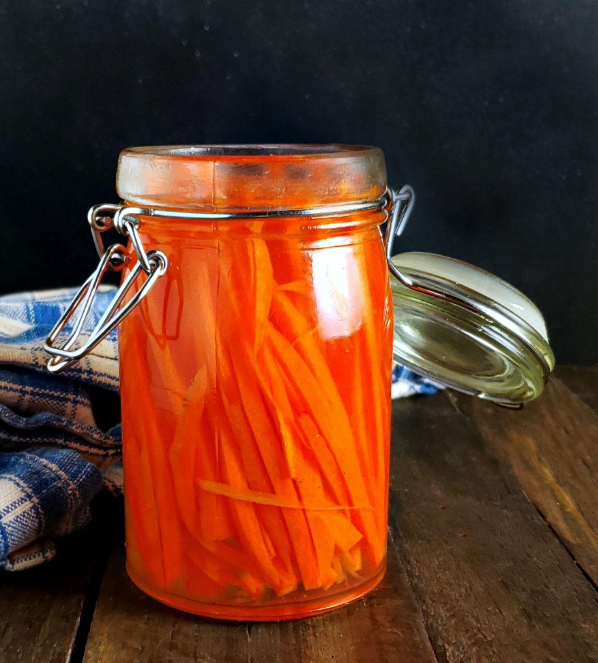 Quick Vietnamese Pickled Carrots